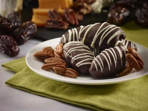 These Medjool Date Pecan Chocolate Truffles are truly scrumptious and the perfect Valentine's Day gift. (Natural Delights)