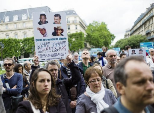 People gather in support of the four French hostages kidnapped in 2010 in Niger, Paris, June 22, 2013 (AFP, Fred Dufour)