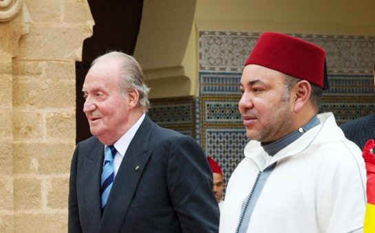 King Mohammed VI of Morocco (R) receives King Juan Carlos of Spain at Royal Palace for official dinner during his four-day state visit to Morocco. Photo: Carlos Alvarez/Getty
