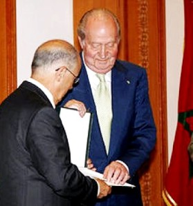 Spain's King Juan Carlos is presented with a key to the city of Rabat, a UNESCO heritage site, on his final day in Morocco.